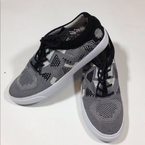 Clarks black and white sneakers 7.5